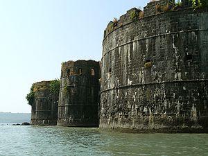 Janjira_Fort_bastions