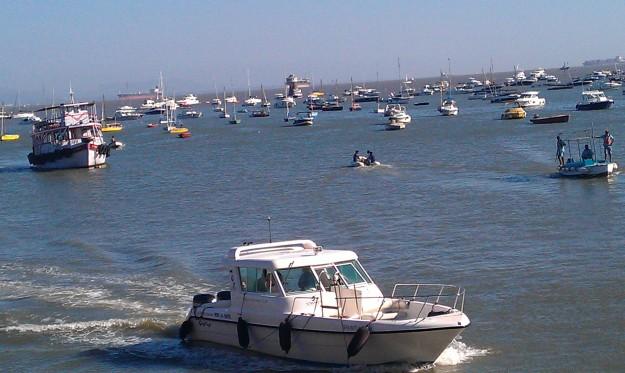 Boats  near Gateway of India
